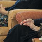 老人ホームで102歳が92歳をレイク